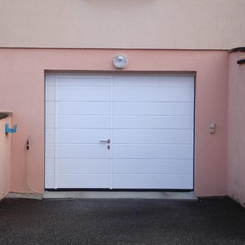 Porte de garage sectionnelle portillon MULHOUSE 01