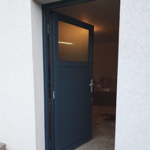 Porte d'entrée en aluminium isolée accès garage à REININGUE
