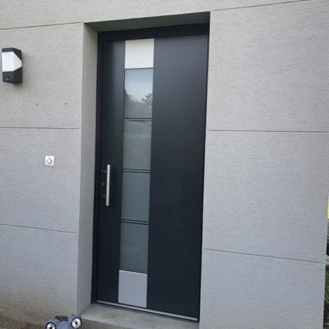 Pose d'une porte d'entrée à WALDIGHOFFEN sous MULHOUSE